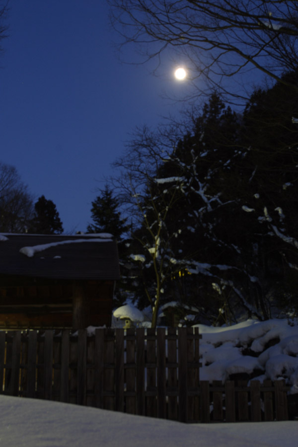 雪見月見風呂